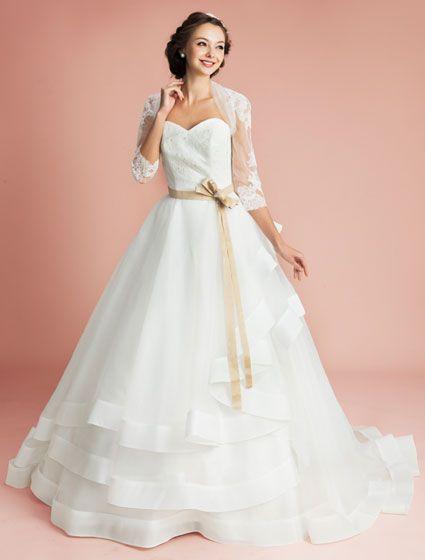 ウエディングドレス、高品質な結婚式ドレスならW by Watabe Wedding / プリンセスライン・ウエディングドレス・レース・ボレロ・オーガンジー・フリル