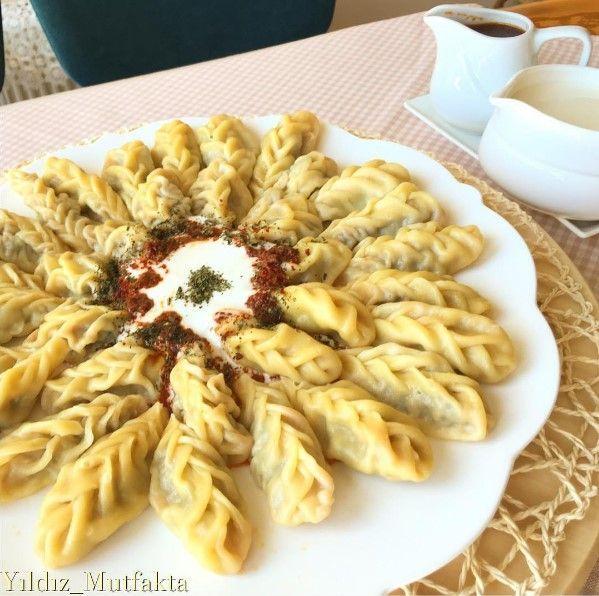 Hingel Tarifi, yöresel bir lezzet olup bol kıymalı mantı severlerin oldukça beğeneceği bir tariftir. Şimdi hingel nasıl yapılır, püf…