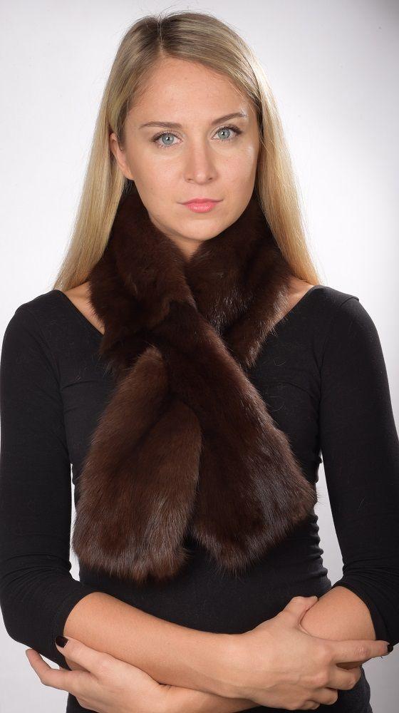 Pregiata sciarpa pelliccia in autentico zibellino bruno scuro naturale, unisex. Lavorato a mano artigianalmente. Made in Italy.  www.amifur.it