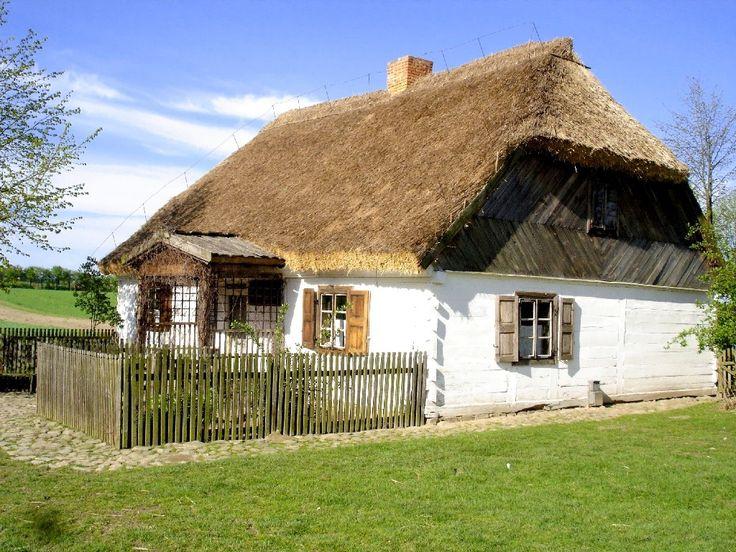 Znalezione obrazy dla zapytania Museum of the Mazovian Village in Sierpc (Mazovia near Warsaw) = Muzeum Wsi Mazowieckiej w Sierpcu (Mazowsze koło Warszawy)  Chałupa z Dzierzążni wiosną.