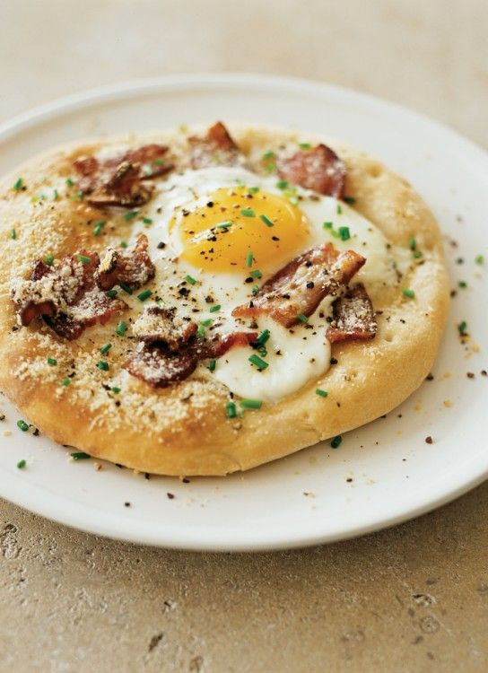 Pizzas with Eggs and Bacon #FathersDay