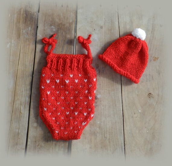 Red knitted baby romper and hat set/ Knitted by GabriCollection