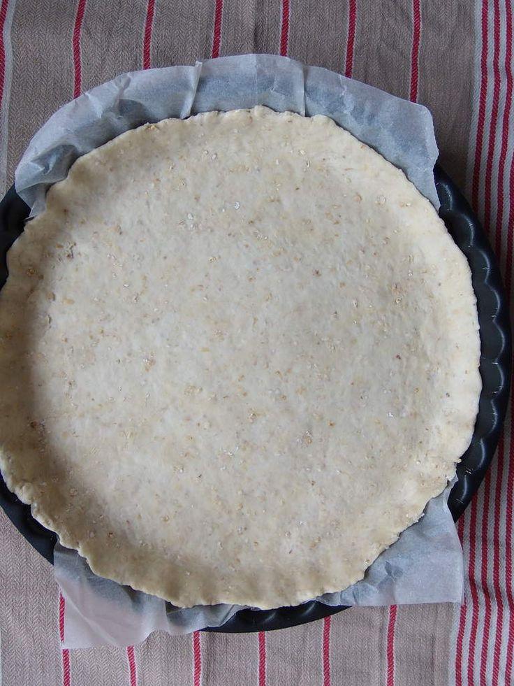 Cette pâte peut être utilisée pour les quiches salées, mais aussi pour les tartes sucrées, en remplaçant simplement le sel par du sucre, du miel, ou du sirop d'agave. Ingrédients : 180 g de farine 20 g de son d'avoine 100 g de fromage blanc 40 g d'eau...
