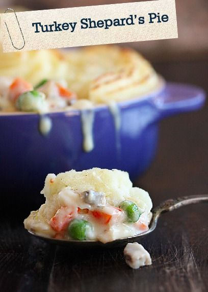 Save this pin for after Thanksgiving! This Turkey Shepard's Pot Pie is the perfect dinner to make with all those delicious holiday leftovers!