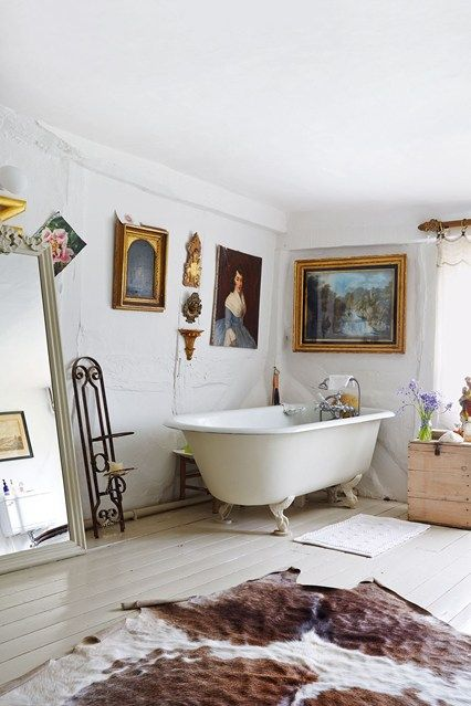 The best bathroom design ideas on HOUSE, including this main bathroom designed by Harriet Anstruther.