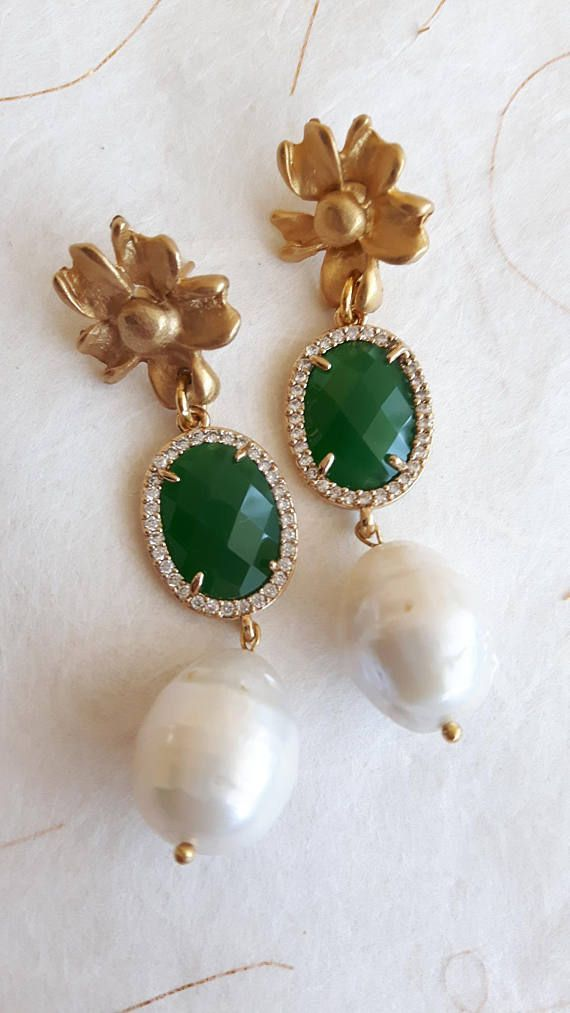 White Baroque Pearl drop earrings, cats eye stone framed elements transparent crystals, flower-shaped pin closure satin brass overall length 5.5 cm.