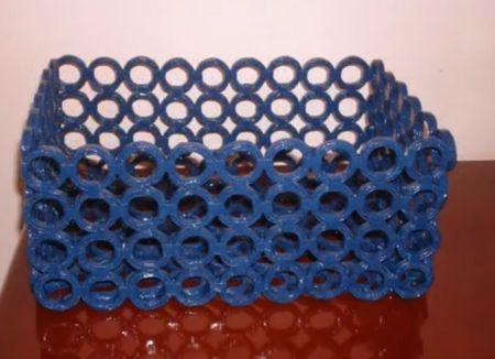 Reciclagem artesanal: Como fazer uma cesta com revistas velhas?