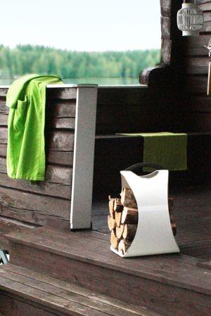 AIKA Hali -puunkannin säväyttää ulkonäöllään. Suunnittelija: Henri Sydänheimo. - AIKA Hali -stand helps for carrying firewood. Design: Henri Sydänheimo.