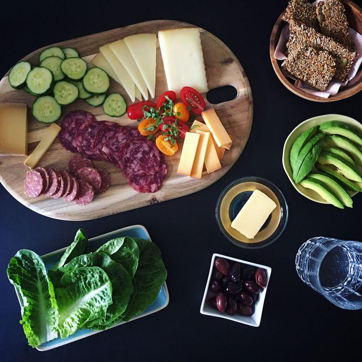 LCHF-tapas, appetizers eller et lækkert ostebræt til frokost. Find mere inspiration her: Madbanditten.dk