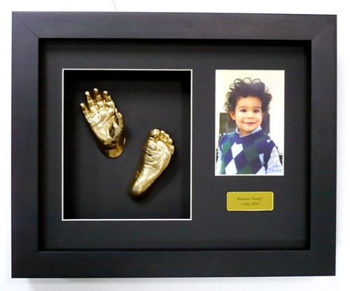 2x hands or 2x feet (or one of both) 1x Photo 1x Plaque  choose colour of mounting board choose frame - from standard or custom  All frames come with a life time warranty. Book Your session today. Go to our facebook page.  https://www.facebook.com/3dbodycasting/