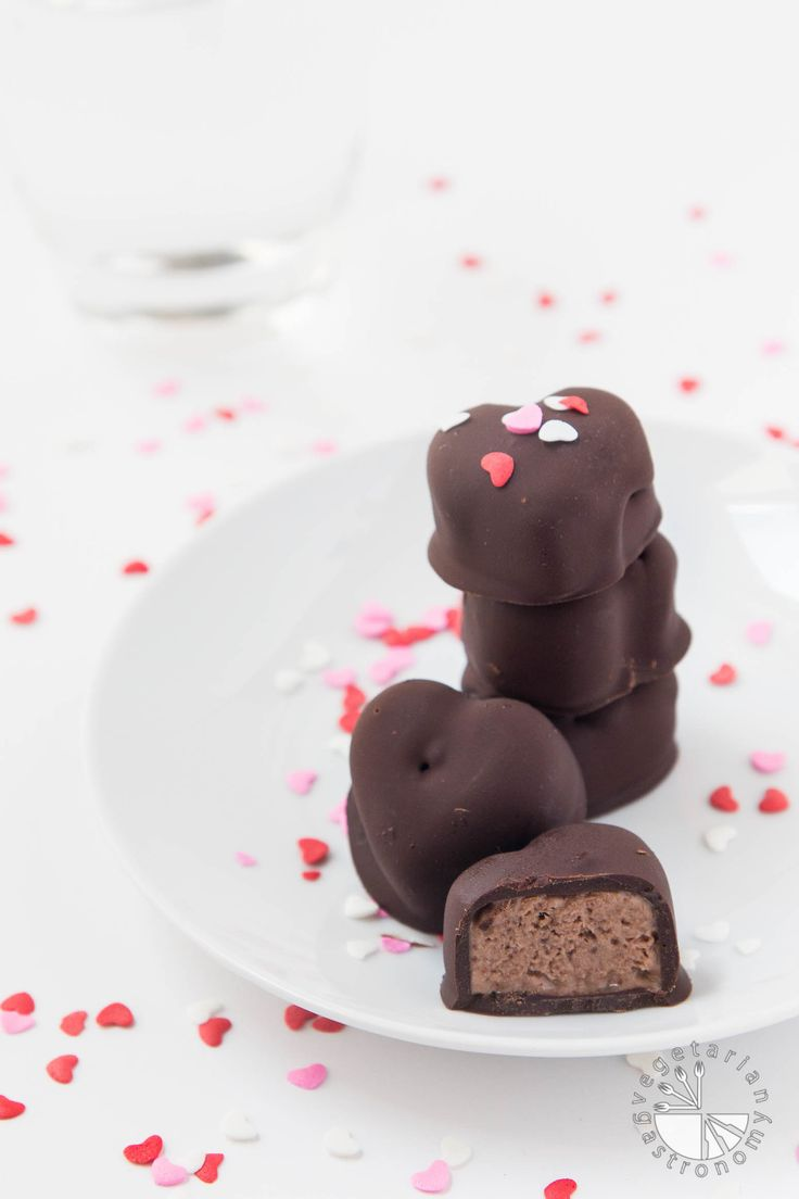 No-churn, easy, chocolate-banana ice cream bites dipped in rich dark chocolate. These fun and healthy frozen heart treats make for the perfect dessert!