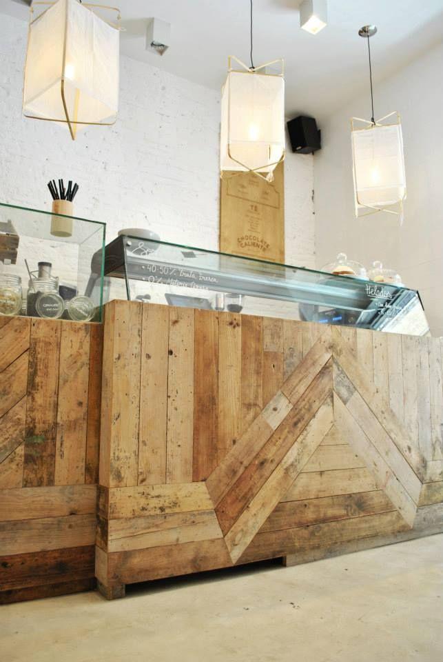 Toda la madera que utilizamos en Mistura y en el mobiliario de la tienda es madera reciclada. Diseño y decoración realizado por el estudio Madrid in Love | Mistura Handcrafted Ice Cream #misturaicecream #madridinlove