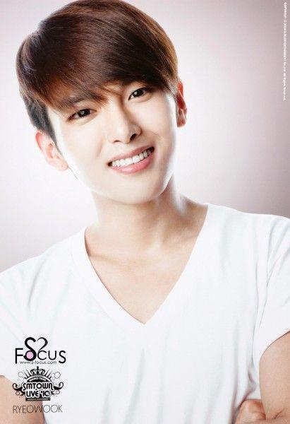 Kim Ryeowook (Kim Ryeowook) band Super Junior.