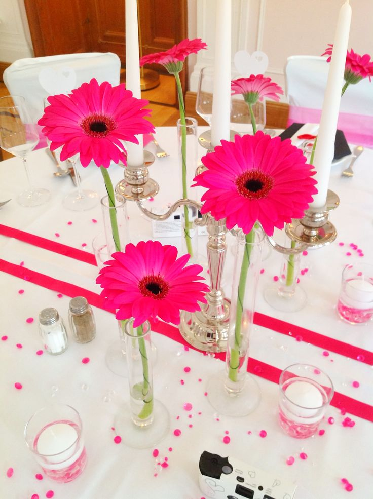 Wedding desk decoration with gerberas in pink made by Princess Dreams