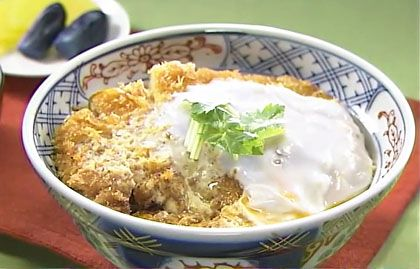 bowl of rice with pork cutlet and eggs  カツ丼