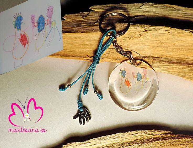 Llavero personalizado con el dibujo de tu hij@, realizado de forma artesanal, un detalle único y exclusivo. http://www.miartesana.kingeshop.com/Peque-Artistas-dbsaaaaaa.asp