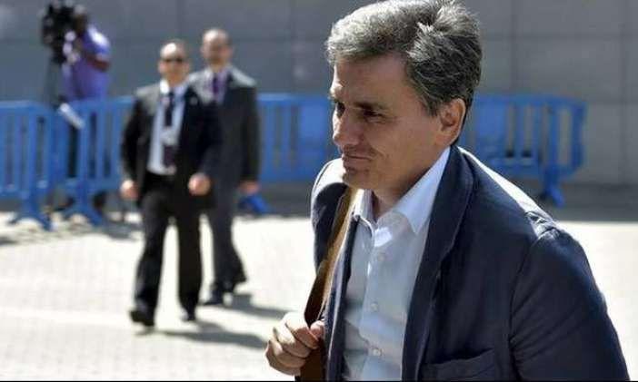 """""""Διαβουλεύσεις"""" με απολύσεις νέες περικοπές και σκληρά μέτρα στο βάθος     Καμία συμφωνία δεν υπάρχει μέχρι στιγμής ανάμεσα στους εκπροσώπους του ΔΝΤ και την Ελληνική κυβέρνηση για το έξτρα πακέτο μέτρων που αφορά το στόχο του πρωτογενούς πλεονάσματος για το 2018.  Τα προληπτικά μέτρα ύψους 36 δις αποτελούν απαίτηση του ΔΝΤ για να κλείσει η αξιολόγηση και θα ενεργοποιείται αυτόματα σε περίπτωση αποκλίσεων αφού εξασφαλίσει νομοθετική ισχύ.  Σύμφωνα με τις μέχρι τώρα πληροφορίες το δεύτερο…"""