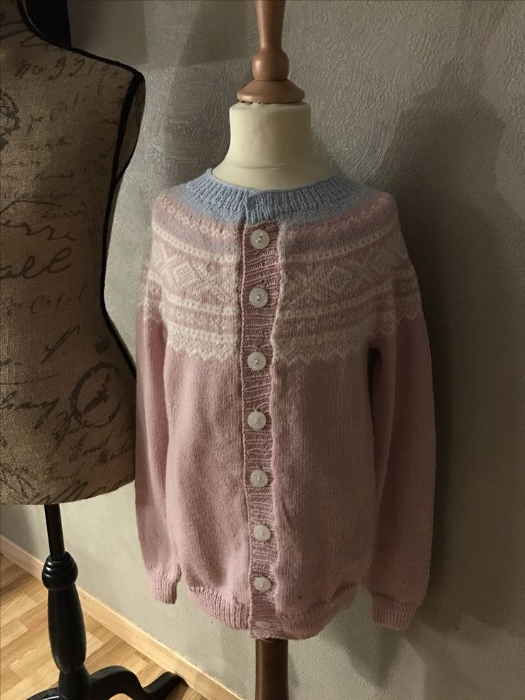 A new knitted Marius jacket, to my 9 years old girl.  Knitted by my mum and me.