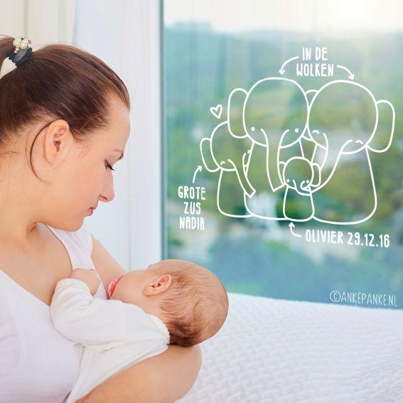 Lieve olifant familie in de wolken geboorte #raamtekening, waarbij je zelf je naam (ook van grote zus/broer!) en datum kunt tekenen. Inclusief letters en cijfers.