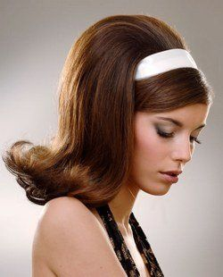 Típico peinado de los 60... ¡nuestras madres lo llevaban!