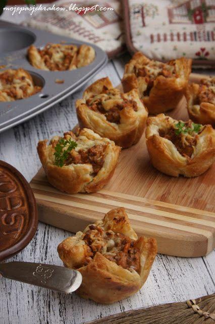 mini-koszyczki-z-ciasta-francuskiego z mięsem mielonym