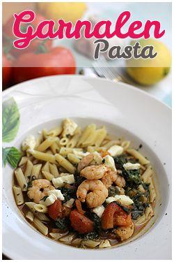 Een heerlijke gezonde pasta met garnalen, balsamicoazijn en verse tomaten. Deze pasta is absoluut niet te weerstaan.Het recept vind je op FingerLickingFood.