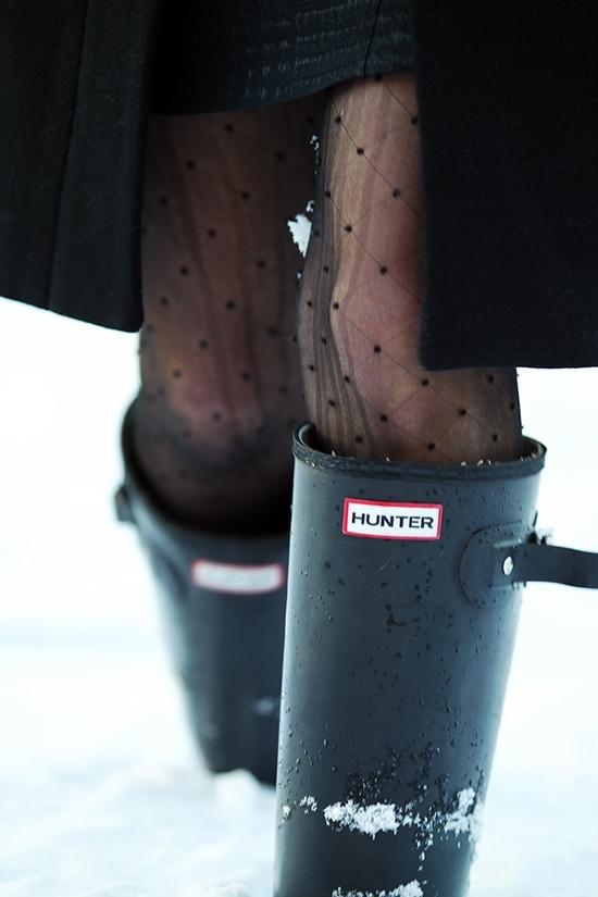 Classy Girls Wear Pearls wearing polka-dot tights and Hunter Original Tall boots.