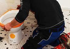 Débouchage WC Paris : Selon où est placé le bouchon dans WC et son importance, il sera nécessaire d'adopter différentes techniques de débouchage. La ventouse est un outil qui permet de déboucher des toilettes lorsque le bouchon n'est pas trop important. http://www.amservices75.fr/debouchage-wc-paris.html