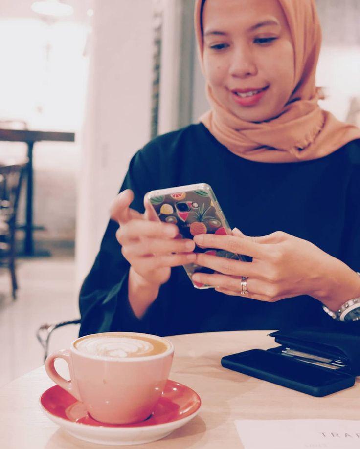 Mbak lagi nungguin mz barista @akyuliandi ya? . Happy anniversary by the way!  # #kopi #coffee #coffeetime