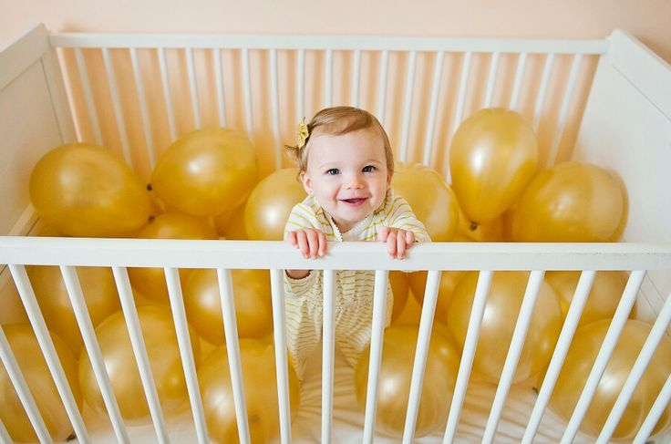 """1st birthday photo idea!!!!! Place balloons in crib & put """"Happy Birthday"""" bunting on wall in background."""