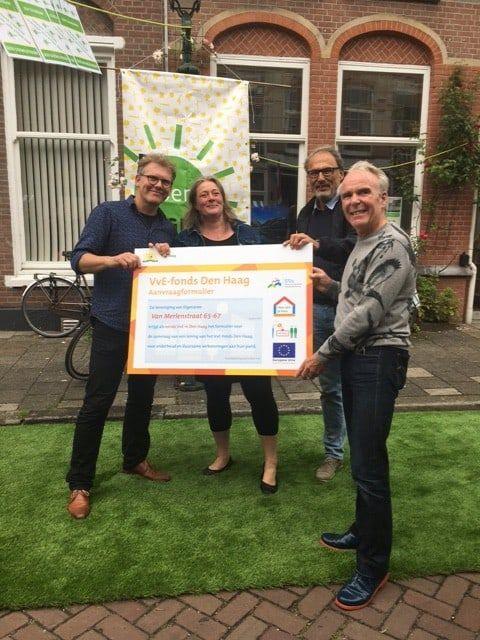 Duurzaamheidsfonds voor kleine Verenigingen van Eigenaren  Den Haag gaat als eerste gemeente in Nederland geld uitlenen aan kleine VvE's, zodat de eigenaren hun koop-appartement duurzaam kunnen opknappen. Het nieuwe fonds wordt beheerd door het Stimuleringsfonds Volkshuisvesting Nederland (SVn)..   20.000 kleine,20.000 kleine vve's,appartementen,Den Haag,duurzaamheidsfonds,duurzamer,eigenaren,Energiebesparing,haagse,joris wijsmuller,kleine vve's,koningsplein,Leningen…