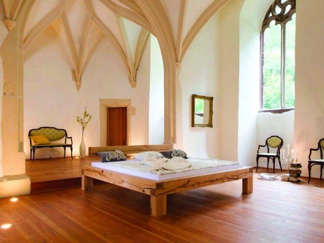 Das balkenbett kreyenburg l in kernbuche ist ein echter hingucker und macht ihr schlafzimmer rustikal und gemütlich