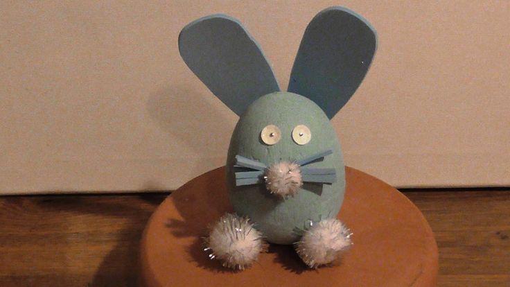 This video presents how to make a bunny using a styrofoam egg, tempera, pins, pom-poms, craft foam and sequins Αυτό το βίντεο παρουσιάζει πως φτιάχνω ένα λαγουδάκι χρησιμοποιώντας ένα αυγό φελιζόλ, τέμπερα, καρφίτσες, πομ-πομ, αφρό χειροτεχνίας και πούλιες