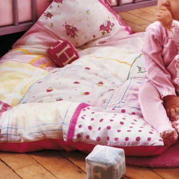 http://www.marieclaireidees.com edredon-bebe-mouchoirs-couture.jpg . j'adore ce genre de gros edredon pour éviter les fesses froide de bébé. a faire