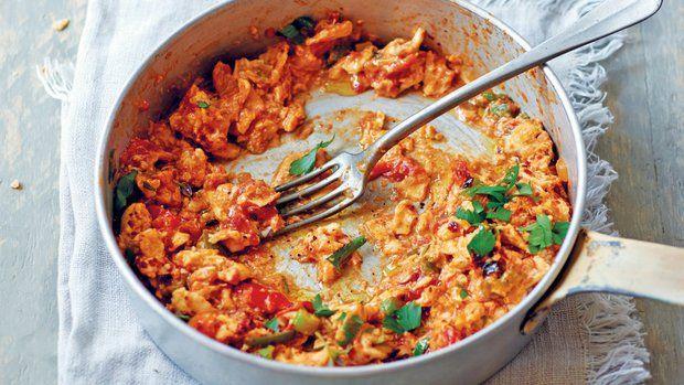 Menemen je tureckou variací na snídaňová míchaná vejce. Užijte si ty nádherné barvy a exotickou chuť. Menemen servírujte s rustikálním pečivem nebo křupavou bagetkou.