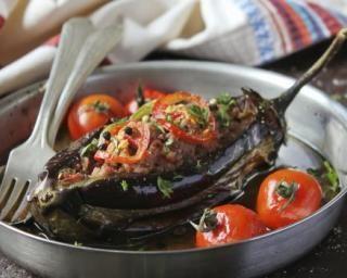 Aubergines farcies à la viande maigre : http://www.fourchette-et-bikini.fr/recettes/recettes-minceur/aubergines-farcies-la-viande-maigre.html