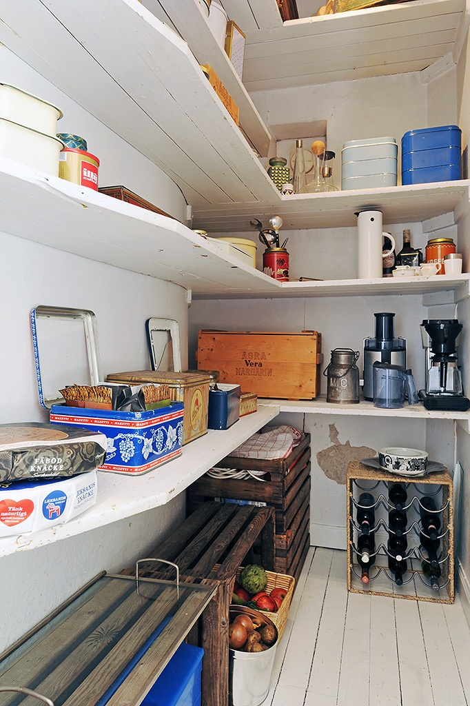 This is remarkably similar to my larder, except it currently only - küche l form