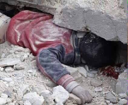 NINO Fezza cinereporter  Sono passati 5 anni ma nulla è cambiato...in Siria i bambini continuano a morire a causa dei bombardamenti...     5 years have passed but nothing has changed...in Syria children continue to die because of the bombings...