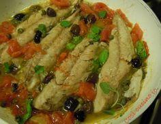 Filetti di sgombro pomodorini capperi e olive (ricetta economica)