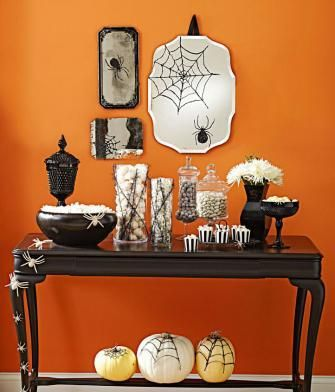 How to create easy spider and web decals for mirrors, pumpkins and more! Free templates and instructions: http://www.midwestliving.com/holidays/halloween/diy-halloween-spider-and-web-decals/