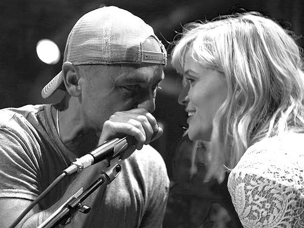 Reese Witherspoon Sings Johnny Cash with Kenny Chesney