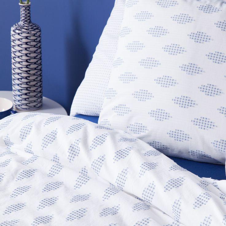 25 beste idee n over donkerblauw slaapkamers op pinterest marine kleurige slaapkamermuren - Kleuren die zich vermengen met de blauwe ...