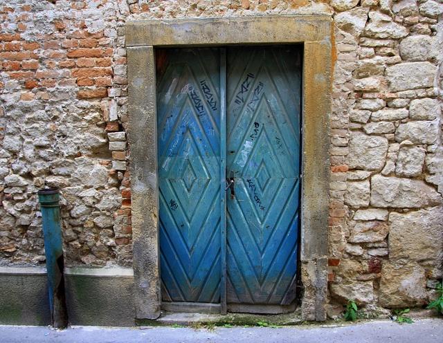 Hungary - Székesfehérvár - bluish door #hungary