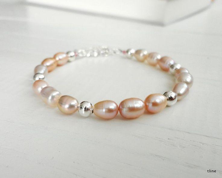 Tline, Pink pearl bracelet