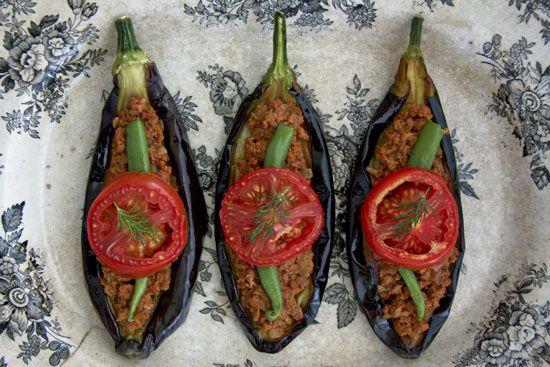 Karniyarik - Eggplants filled with spicy ground beef Turkish style #recipe