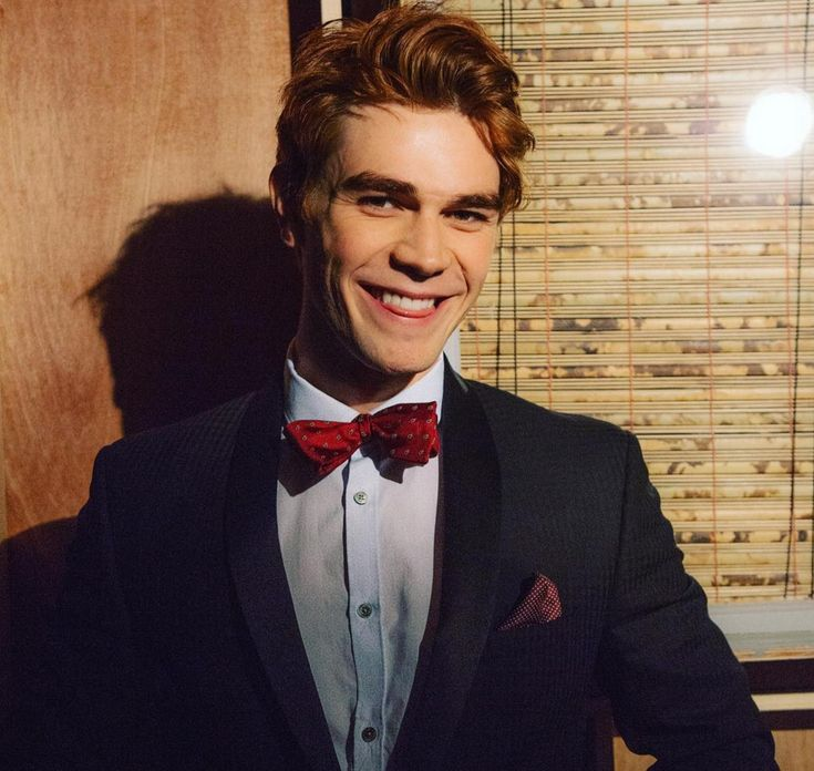 Major heart eyes for KJ Apa