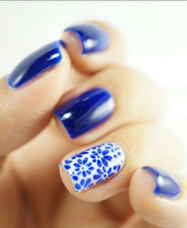 Blu profondo e fiori delicati. www.privalia.com
