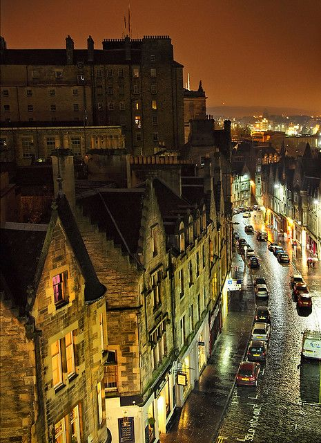 Narrow ancient streets in Grass Market, the city centre of Old Town, Edinburgh, Scotland