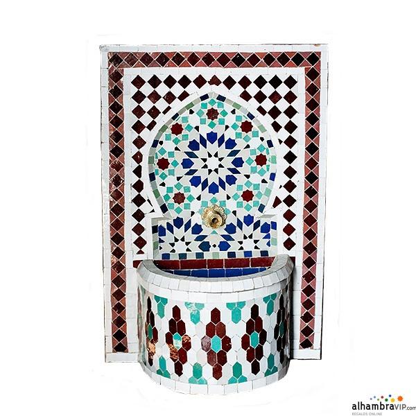 Fuente de agua mosaico burdeos azul y blanca