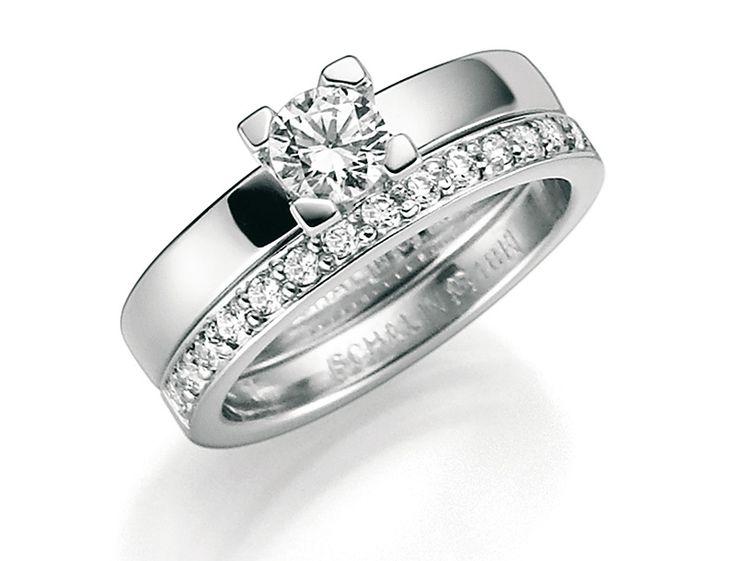 Vackra ringar i vitguld med briljantslipade diamanter.